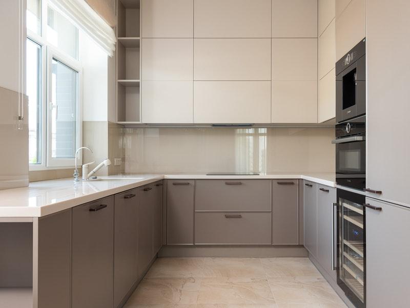 ο χώρος της κουζίνας και συσκεύες